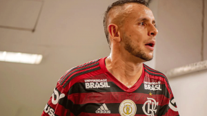 Amazon com a camisa do Flamengo