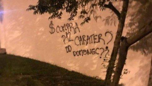 Muro do Flamengo pichado