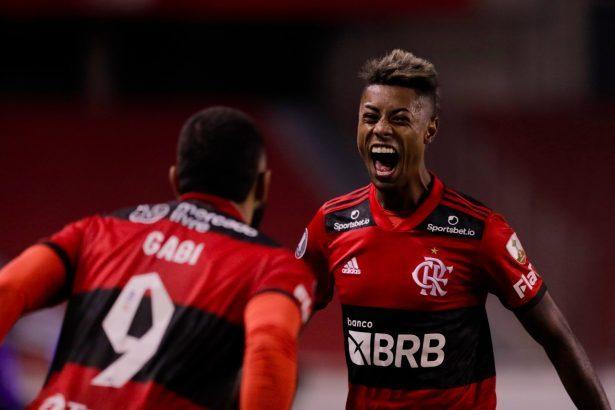Gol do Flamengo hoje. O gol de Bruno Henrique aumentou o placar para o Rubro-negro no jogo contra o LDU, pela Libertadores